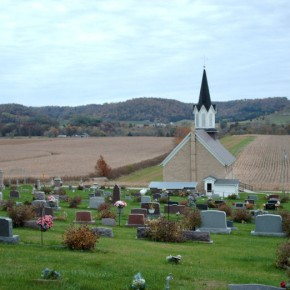 Rural_Church_Graveyard_near_Muscoda_WI